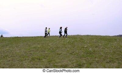 aînés, groupe, hills., courant, dehors, vert