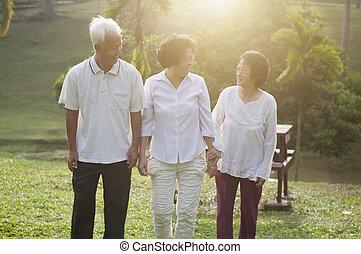 aînés, parc, marche, groupe, asiatique