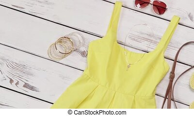 accessories., lumière, robe, jaune