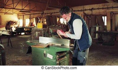 accident, ouvrier, workshop., charpenterie, avoir, homme