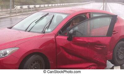 accident, séance, voiture, après, cassé, rain., mouillé, girl, route