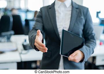 accord, transaction., business, greeting., tenue, femme, elle, numérique, secousses, chemise, tablette, tient, distribuer, réussi, blanc, anonyme, veste