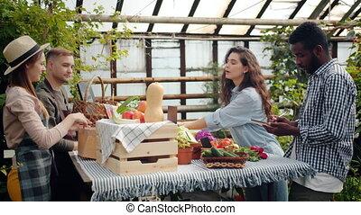 achat, jeune, conversation, ferme, organique, couple, marché, nourriture, agriculteurs, serre