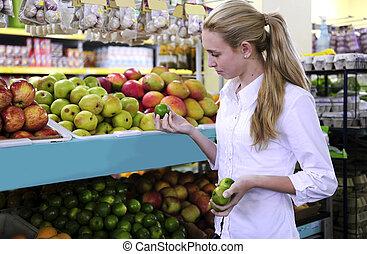 achats femme, supermarché, fruits