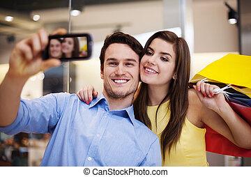 achats, photo, prendre, centre commercial, couple, heureux