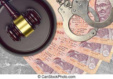 action éviter, procès, ou, desk., concept, impôt, rupees, judiciaire, 10, police, tribunal, factures, indien, juge, bribery., menottes, marteau