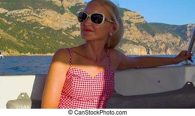 activités, tendre, concept, lunettes soleil, bateau, lèvres, autour de, beau, adulte, horizon, mer, webinar, délassant