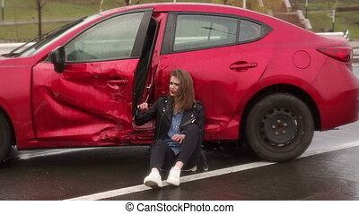 adolescent, blessé, accident, scared., elle, pluie, girl, était, route