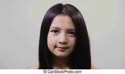 adolescent, regarder, girl, appareil photo, asiatique