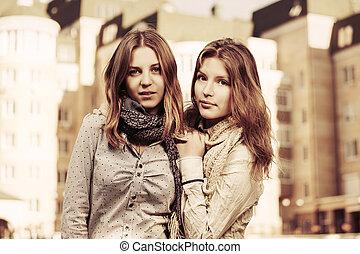 adolescent, ville, marche, mode, filles, deux, jeune, rue