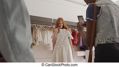 adulte, amis, femme, vêtements, jeune, magasin