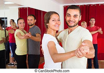 adultes, danse, paire, heureux, danse