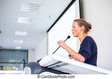 affaires femme, donner, jeune, joli, présentation