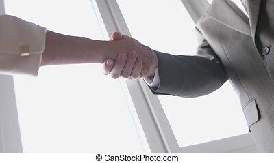affaires femme, réussi, mains, motion., quand, deux, deal., 3840x2160, suit., lent, secousse, associé, réunion, entre, homme