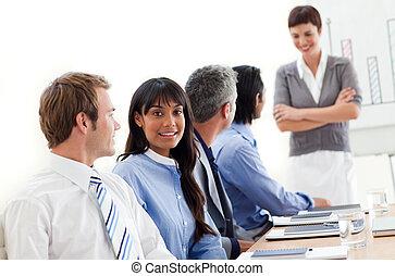 affaires gens, ethnique, projection, réunion, diversité