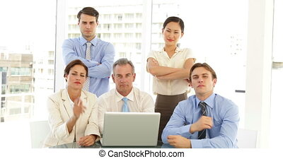 affaires sérieuses, équipe, poser