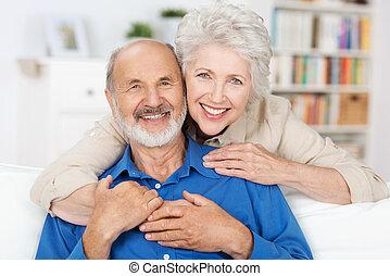 affectueux, couple, personnes agées