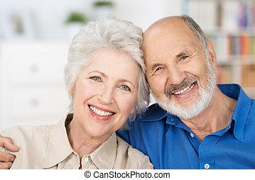 affectueux, couple, retiré, heureux