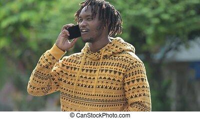 africaine, rues, jeune, appeler, dehors, homme, beau