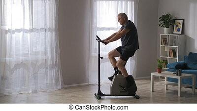 age moyen, garder, exercice, maison, perdre, formation, moderne, vélo, homme, poids, crise