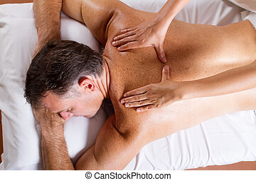 age moyen, massage dorsal, homme