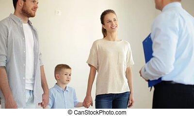 agent immobilier, appartement, famille, maison, nouveau, ou, heureux
