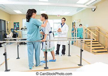 aider, thérapeute, patient, marche, physique