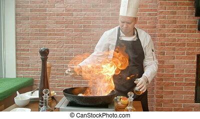 alcool, grand, fruits mer, chef cuistot, flamme, préparer, moule