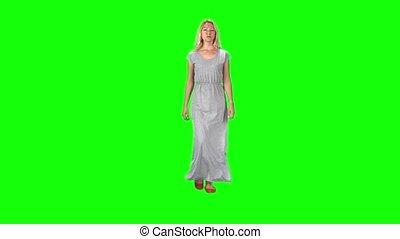 aller, regarder, lent, vert, blond, gris, directement, robe, mouvement, screen., contre, appareil photo, long, girl