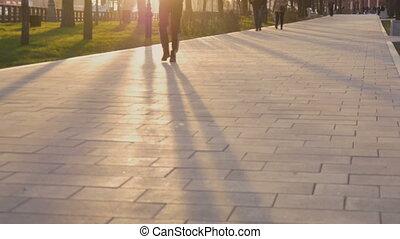 aller, rue ville, coucher soleil, gens