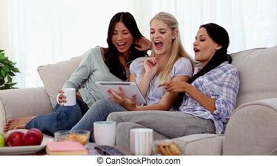 amis, amusant, séduisant