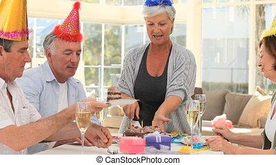amis, retiré, anniversaire, célébrer