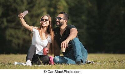 amis, selfie, parc, prendre
