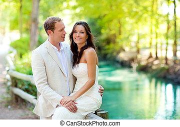 amour, couple, amants, rivière, parc, étreinte