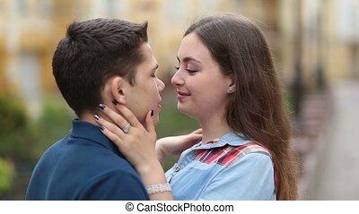 amour, couple, jeune, gai, dehors, sourire