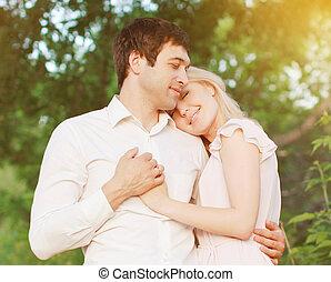 amour, romantique coupler, jeune, sentiments, dehors, chaud, tendre