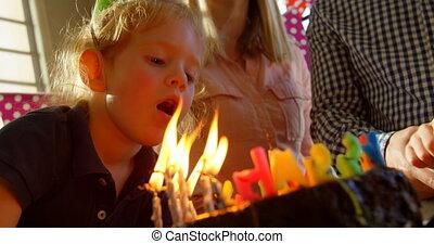 anniversaire, dehors, souffler, bougies, fils, gros plan, 4k