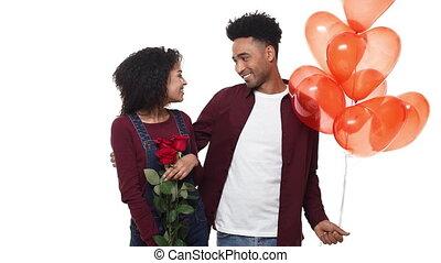 anniversary., coeur, sien, lent, rose, balloon, jeune, mouvement, américain, anniversaire, africaine, petite amie, surprise, ou, homme