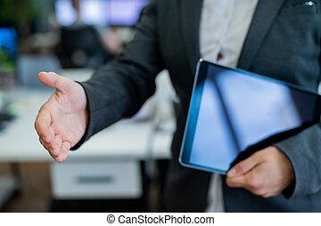 anonyme, femme, dehors, tenue, accord, greeting., main, transaction., elle, tablette, réussi, business, tient, chemise, secousses, veste, blanc, numérique