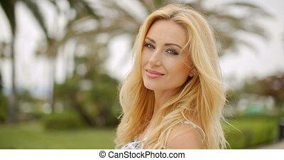 appareil photo, femme souriante, blonds, portrait