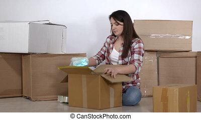 appartement, emballage, boîtes, femme, en mouvement, nouveau, carton