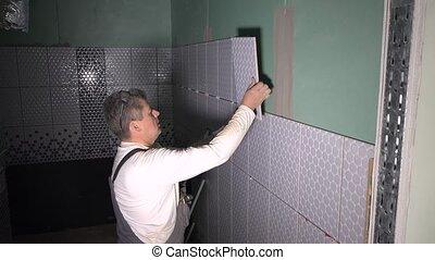appliquer, carreau, mur, colle, adhésif, ouvrier