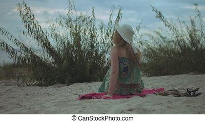apprécier, décontracté, loisir, femme, sunhat, plage