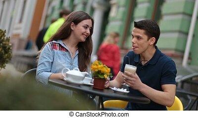 apprécier, romantique coupler, jeune, rue, date, café