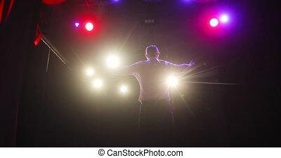 après, audience, applaudir, homme, étape, performance., mains, sucsessful, comédien