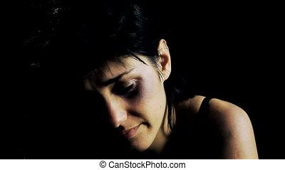 après, femme pleure, violence