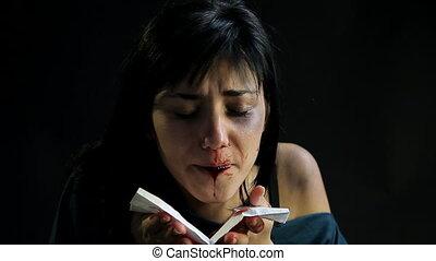 après, femme, sanguine, cracher, violence