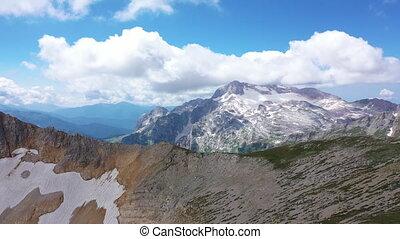 arête, vue, rocheux, falaises, paysage., surprenant, contre, glacier, coup, aérien, montagne, peaks., neigeux