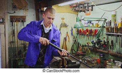 armes, fusil chasse, atelier, réparations, gunsmith, fesses