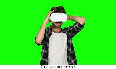 around., masque, haut, réalité virtuelle, vert, regarde, screen., fin, homme